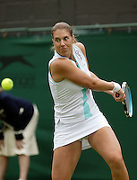 26-6-06,England, London, Wimbledon, first round match, Zvonareva.