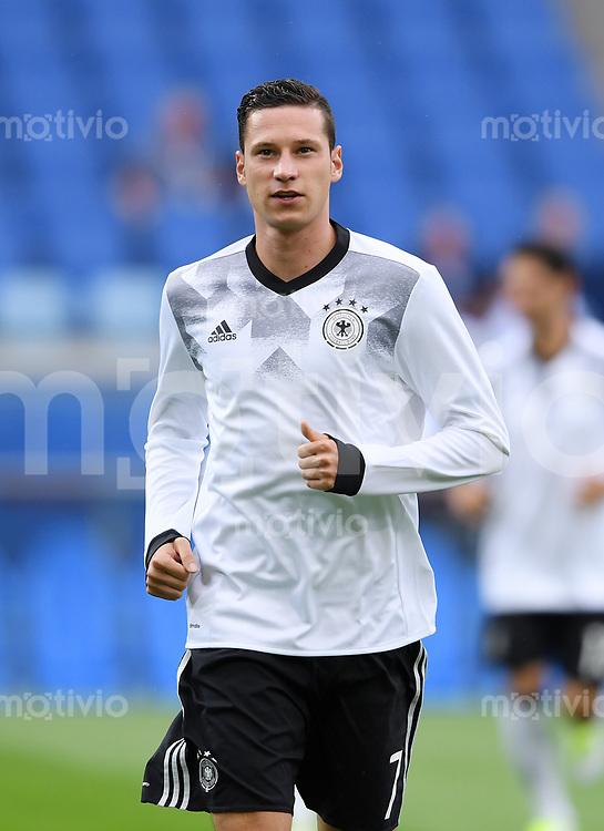 FUSSBALL FIFA Confed Cup 2017 Vorrunde in Sotchi 19.06.2017  Australien - Deutschland  Julian DRAXLER (Deutschland) beim Aufwaermen