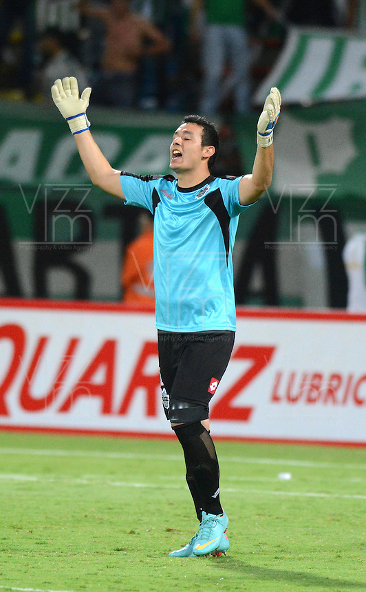 MEDELLIN- COLOMBIA - 10-09-2014: Bernanrdo Medina, portero de General Diaz de Paraguay celebra la victoria sobre Atletico Nacional de Colombia durante partido de ida de la segunda fase, llave16, de la Copa Total Suramericana entre Atletico Nacional de Colombia y General Diaz de Paraguay en el estadio Atanasio Girardot de la ciudad de Medellin.  / Bernanrdo Medina, goalkeeper of General Diaz of Paraguay celebrates the victory against Atletico Nacional de Colombia during a match for the first leg of the second phase, key16, between Atletico Nacional de Colombia y General Diaz de Paraguay of the Copa Total Suramericana in the Atanasio Girardot stadium, in Medellin city. Photo: VizzorImage / Luis Rios / Str.