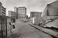 Boy with gun and sister, Pearl Street, Wapping