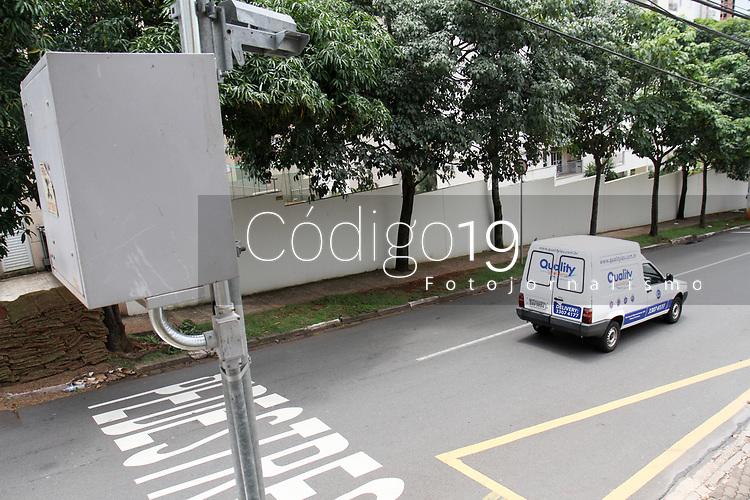 CAMPINAS, SP, 22.01.2018: RADAR-SP - Radar sem cameras na Rua Jasmin no Mansoes Santo Antonio em Campinas, (Foto: Luciano Claudino/Codigo19)