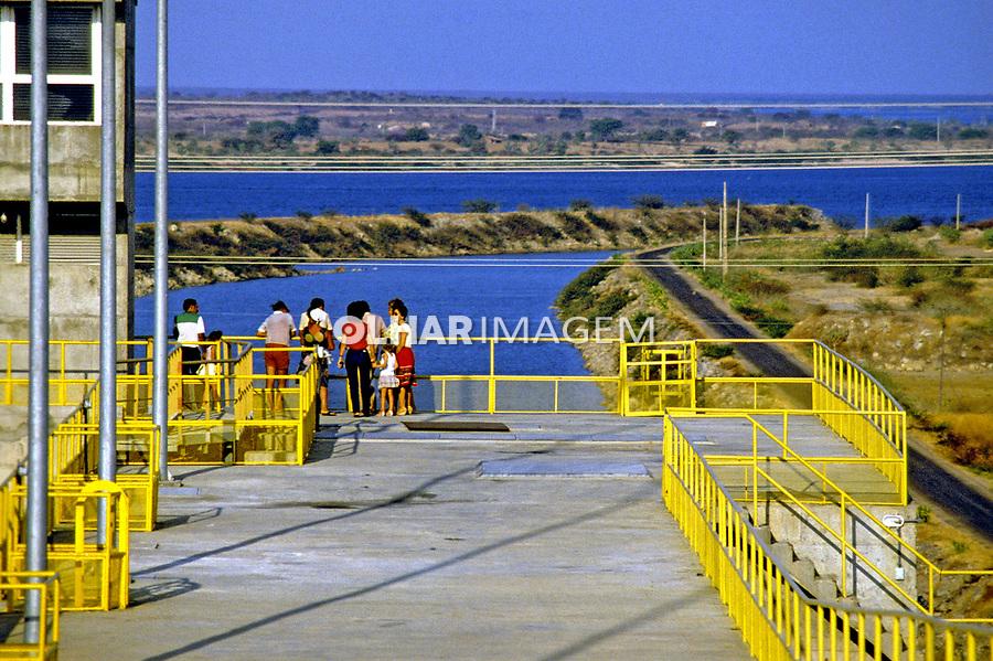 Usina hidrelétrica de Sobradinho; Barragem do rio São Francisco. Bahia. 1983. Foto de Juca Martins.