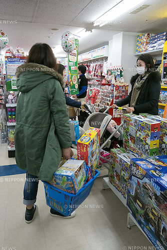 Customers shop for toys on Black Friday at a Toys''R''Us and Babies''R''Us retail store in Sunshine City commercial complex in Ikebukuro on November 25, 2016, Tokyo, Japan. Black Friday deals have only started coming to Japan in recent years and the store has discounts of up to 83% on some products up until November 27. (Photo by Rodrigo Reyes Marin/AFLO)