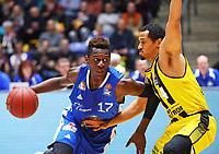 Isaac Bonga (Fraport Skyliners) gegen David McCray (MHP Riesen Ludwigsburg) - 04.02.2018: Fraport Skyliners vs. MHP Riesen Ludwigsburg, Fraport Arena Frankfurt