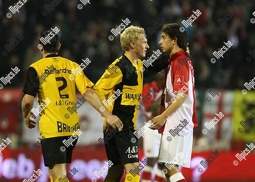 2010-03-17 / Voetbal / seizoen 2009-2010 / R. Antwerp FC - SK Lierse / Roel Van Hemert (Lierse) troost zijn ex-ploegmaats..Foto: Mpics