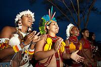 XI Jogos dos Povos Indígenas -  Índias Pataxó  da Bahia torcem durante apresentação de corrida de chocalho <br /> <br /> .O evento, que acontece entre os dias 5 e 12 de novembro, tem como sede o município tocantinense de Porto Nacional, que fica a cerca de 60km da capital, Palmas. São sete dias de competições e apresentações culturais, com a participação de cerca de 1.300 indígenas, de aproximadamente 35 etnias, vindas de todas as regiões do país. São esperados ainda líderes e observadores indígenas de outros países (Argentina, Austrália, Bolívia, Canadá, Equador, EUA, Guiana Francesa, Peru e Venezuela). Foto Paulo Santos10/11/2011Ilha de Porto Real, Porto Nacional, Brasil