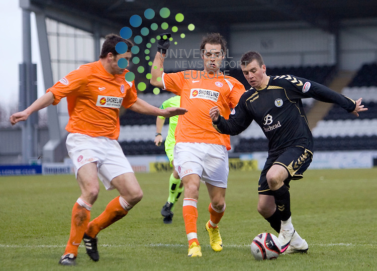 Saints Graham Carey (On loan from Celtic) gets down the wing during The Clydesdale Bank Premier League match between St Mirren and Hamilton at St Mirren Park 27/02/10..Picture by Ricky Rae/universal News & Sport (Scotland).