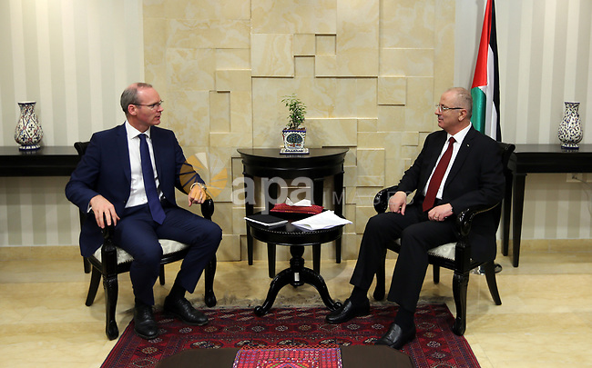 Palestinian Prime Minister Rami Hamdallah meets with Ireland's Minister of Foreign Affairs, Simon Coveney, at his office in the West Bank city of Ramallah on July 13, 2017. Photo by Prime Minister Office