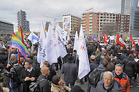 - Milano, manifestazione di associazioni laiche ed omosessuali contro il convegno sulla famiglia tradizionale organizzato da organizzazioni integraliste cattoliche e dalla Regione Lombardia sotto l'egida di Expo 2015<br />