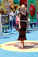 """LOS ANGELES - JUL 23:  Anna Faris at """"The Emoji Movie"""" Premiere at the Village Theater on July 23, 2017 in Westwood, CA"""