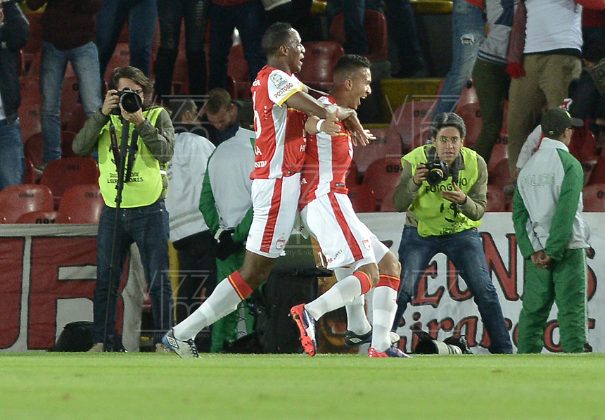 BOGOTÁ-COLOMBIA-12-05-2015. Francisco Meza (Der) jugador del Independiente Santa Fe de Colombia celebra el gol anotado a Estudiantes de La Plata durante partido de vuelta entre Independiente Santa Fe de Colombia y Estudiantes de La Plata por octavos de final, llave F, de la Copa Bridgestone Libertadores 2015 jugado en el estadio Nemesio Camacho El Campin de la ciudad de Bogota. / Francisco Meza (R) player of Independiente Santa Fe celebrates goal scored to Estudiantes de La Plata during a second leg match between Independiente Santa Fe of Colombia and Estudiantes de La Plata de Argentina for the round of sixteen, Key F, of the Copa Bridgestone Libertadores 2015 played at Nemesio Camacho El Campin stadium in Bogota city.  Photo: VizzorImage/ Gabriel Aponte /Staff