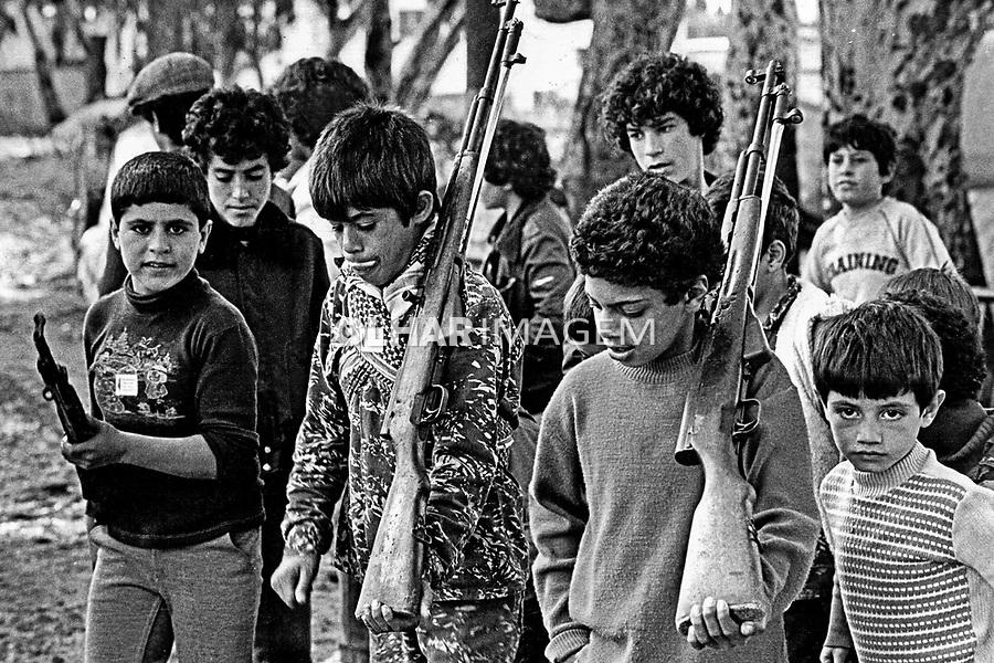 Treinamento militar em acampamento de refugiados palestinos. Beirute. Líbano. 1982. Foto de Juca Martins.