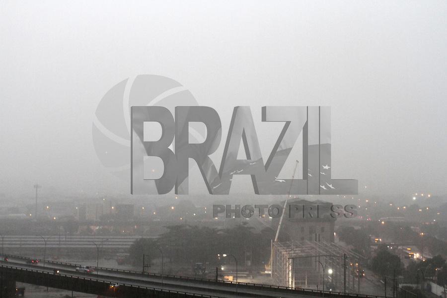 RIO DE JANEIRO, RJ, 26 FEVEREIRO 2013 - CLIMA TEMPO RJ -  Chuva forte atinge o Rio de Janeiro nesse final de dia na Praca da Bandeira regiao central da cidade, segunda 26 (FOTO:LEVY RIBEIRO / BRAZIL PHOTO PRESS)