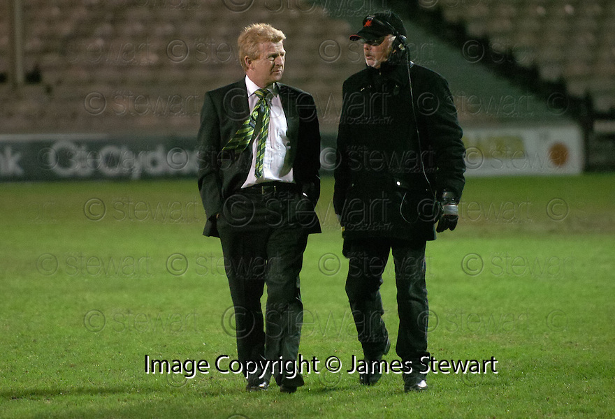 30/01/2008    Copyright Pic: James Stewart.File Name : sct_10_motherwell_v_celtic.CELTIC MANAGER GORDON STRACHAN ON THE PITCH AFTER THE GAME AGAINST MOTHERWELL WAS CALLED OFF JUST 45 MINS BEFORE KICK OFF.James Stewart Photo Agency 19 Carronlea Drive, Falkirk. FK2 8DN      Vat Reg No. 607 6932 25.Studio      : +44 (0)1324 611191 .Mobile      : +44 (0)7721 416997.E-mail  :  jim@jspa.co.uk.If you require further information then contact Jim Stewart on any of the numbers above.........