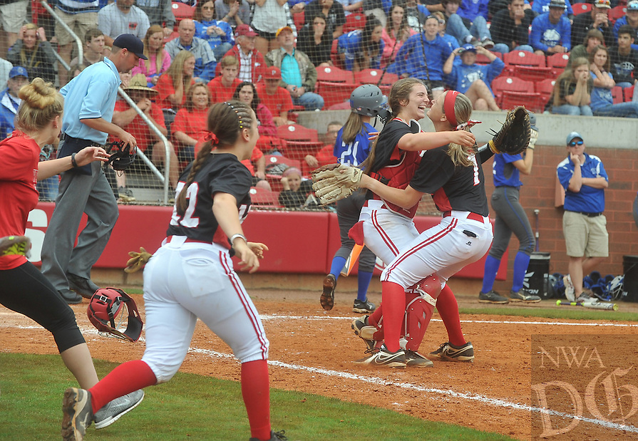 NWA Democrat-Gazette/MICHAEL WOODS &bull; @NWAMICHAELW<br /> The Vilonia Lady Eagles vs the Greenbrier Lady Panthers Friday May 20, 2016 at the 5A State Championship Softball game at Bogle Park in Fayetteville.
