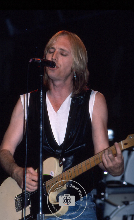 TOM PETTY & THE HEARTBREAKERS Tom Petty