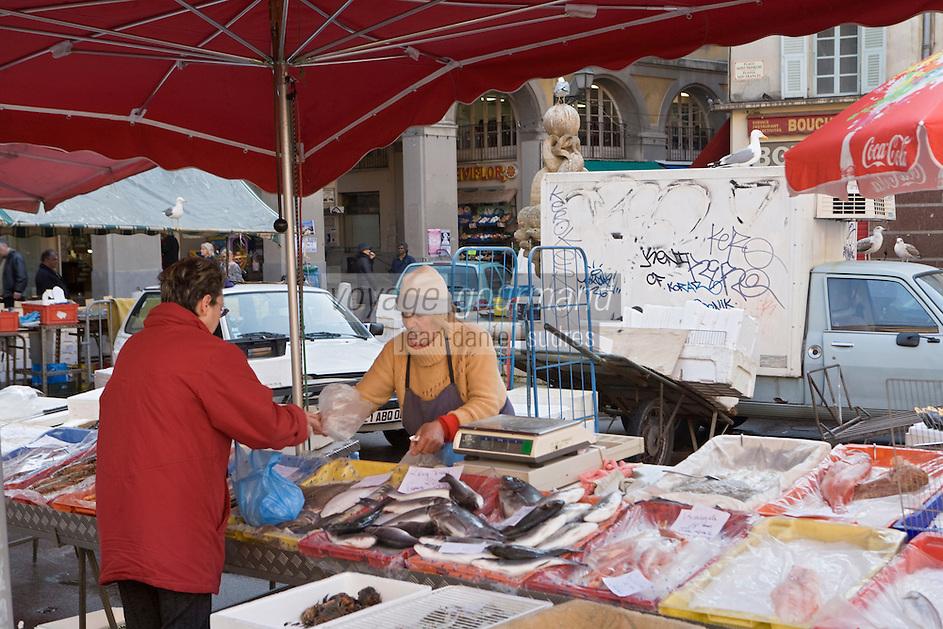 Europe/France/Provence-Alpes-Côte d'Azur/06/Alpes-Maritimes/Nice:  Micheline  au Marché au poisson place Saint-François