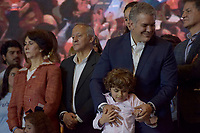 BOGOTA - COLOMBIA, 17-06-2018:Iván Duque celebra junto a su hijo la victoria. La segunda vuelta de las elecciones presidenciales de Colombia de 2018 se celebrarán el domingo 17 de junio de 2018. El candidato ganador gobernará por un periodo máximo de 4 años fijado entre el 7 de agosto de 2018 y el 7 de agosto de 2022. /Ivan Duque celebrates next to his son his victory . Colombia's 2018 second round presidential election will be held on Sunday, June 17, 2018. The winning candidate will govern for a maximum period of 4 years fixed between August 7, 2018 and August 7, 2022. Photo: VizzorImage / Nicolas Aleman / Cont