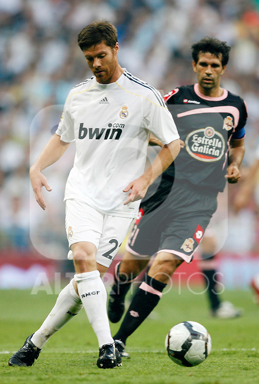 Real Madrid's Xabi Alonso during La Liga match.August 29 2009. (ALTERPHOTOS/Acero).
