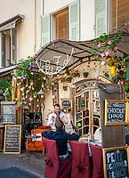 Frankreich, Provence-Alpes-Côte d'Azur, Mougins: Restaurant mit franzoesischer Kueche 'Le petit Fouet' (der kleine Schneebesen) im Ortszentrum | France, Provence-Alpes-Côte d'Azur, Mougins: French restaurant 'Le petit Fouet' in village centre