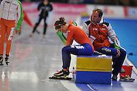 SCHAATSEN: BERLIJN: Sportforum, 06-12-2013, Essent ISU World Cup, 3000m Ladies Division A, Ireen Wüst (NED), Johan Methorst (manueel therapeut TVM schaatsploeg), ©foto Martin de Jong