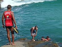 RIO DE JANEIRO, RJ, 26 JULHO 2012 - CLIMA TEMPO - Movimentacao de banhistas na Praia de Ipanema no Rio de Janeiro nesta quita-feira, 26. (FOTO: RONALDO BRANDAO / BRAZIL PHOTO PRESS).