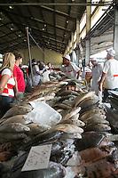 SAO PAULO, SP, 27 DE MARÇO DE 2013. OITAVA SANTA FEIRA DO PEIXE NA CEAGESP. Acontece no Patio do Pescado da  Ceagesp a oitava santa feira do peixe. Esta feira acontece antes das festividades da semana santa e os clientes podem comprar vários tipos de peixes com preço de atacado. A feira acontece ate o dia 28 de março a partir das 14 horas. FOTO ADRIANA SPACA/BRAZIL PHOTO PRESS