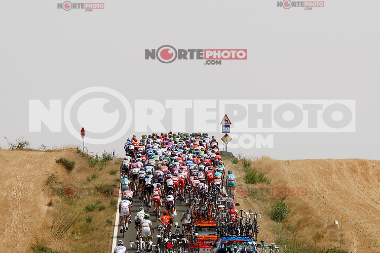 The group during the stage of La Vuelta 2012 between Faustino V and Eibar (Arrate).August 20,2012. (ALTERPHOTOS/Paola Otero) /NortePhoto.com<br /> <br /> **CREDITO*OBLIGATORIO** <br /> *No*Venta*A*Terceros*<br /> *No*Sale*So*third*<br /> *** No Se Permite Hacer Archivo**<br /> *No*Sale*So*third*
