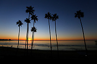 November 24, 2017 - San Diego, California, USA-  The suns sets over the Pacific Ocean at La Jolla Shores Beach area in San Diego, California on Friday, Nov. 24, 2017.   (Photo Credit: © K.C. ALFRED/ZUMA PRESS)