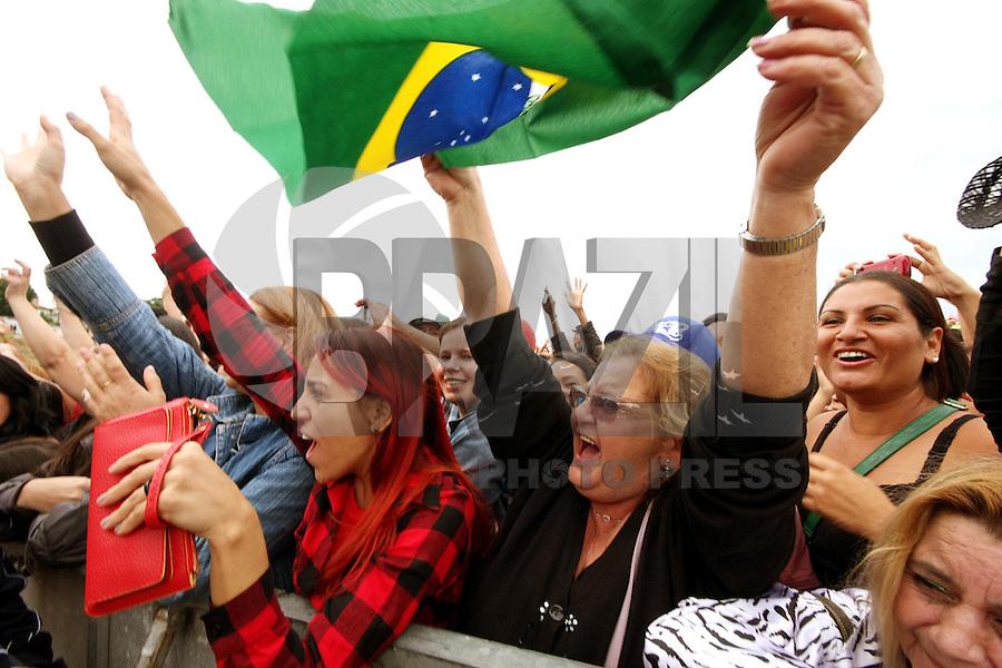 OSASCO, SP, 01.05.2014 -COMEMORAÇÃO DIA DO TRABALHADOR  - Milhares de pessoas se concentram no Estadio do Vila Yolanda em Osasco para comemoração do Dia do Trabalhador.  - (Foto: Aloisio Mauricio / Brazil Photo Press)