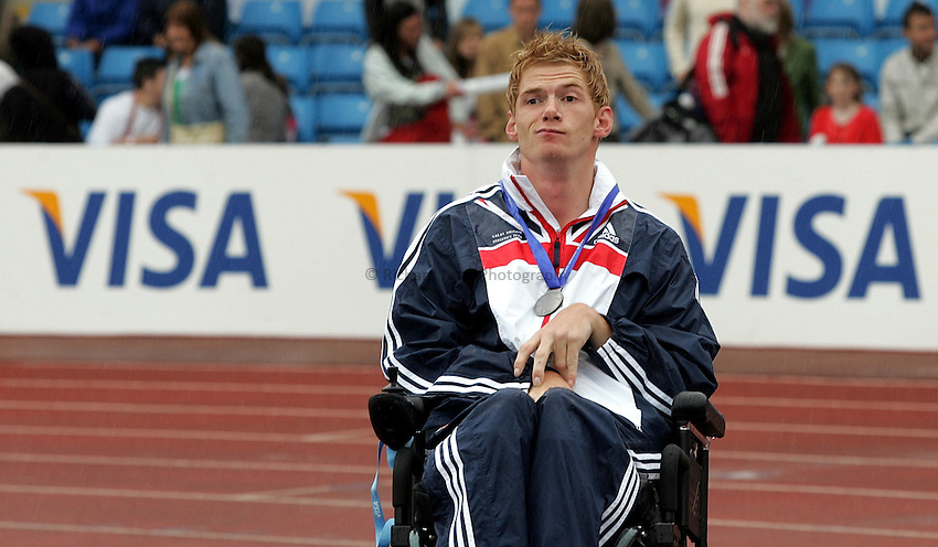 Photo: Paul Thomas..VISA Paralympic World Cup 2007. Athletics. 13/05/2007. .Stephen Miller of Great Britain withhis silver medal in the men's F32/52 club.