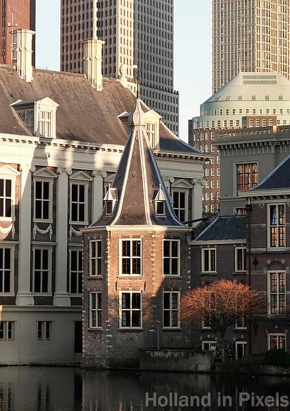 Nederland - Den Haag -  2019.  Moderne regeringsgebouwen en het Torentje van de minister-president aan de Hofvijver. Foto Berlinda van Dam / Hollandse Hoogte