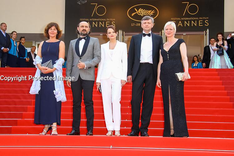 Sergei LOZNITA, Vasilina MAKOVTSEVA et Valeriu ANDRIUTA, sur le tapis rouge pour la projection du film KROTKAYA – UNE FEMME DOUCE en competition lors du soixante-dixième (70ème) Festival du Film à Cannes, Palais des Festivals et des Congres, Cannes, Sud de la France, jeudi 25 mai 2017.