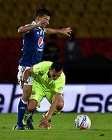 BOGOTÁ - COLOMBIA, 02–05-2018: Jhon Duque (Izq.) jugador de Millonarios disputa el balón con Wilfrido de la Rosa (Der.) jugador de Envigado F. C., durante partido aplazado de la fecha 16 entre Millonarios y Envigado F. C., por la Liga Aguila I 2018, jugado en el estadio Nemesio Camacho El Campin de la ciudad de Bogotá. / Jhon Duque (L) player of Millonarios vies for the ball with Wilfrido de la Rosa (R) player of Envigado F. C., during a posponed match of the 16th date between Millonarios and Envigado F. C., for the Liga Aguila I 2018 played at the Nemesio Camacho El Campin Stadium in Bogota city, Photo: VizzorImage / Luis Ramírez / Staff.