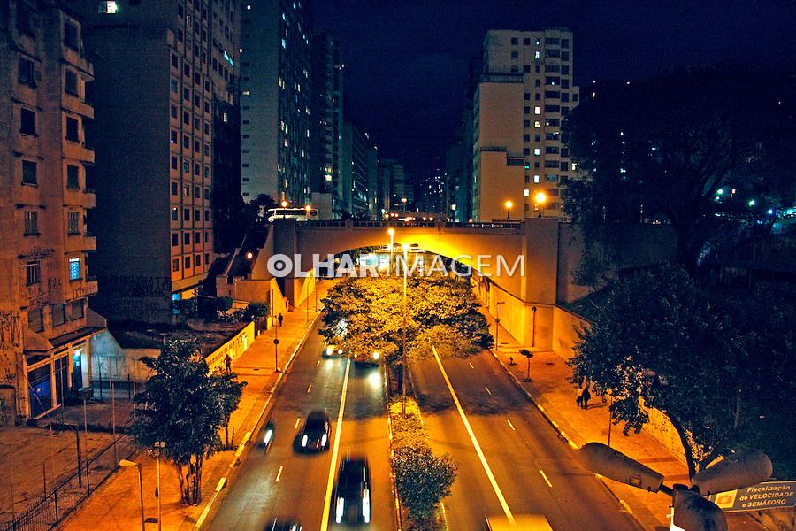 Noite na cidade. Avenida Nove de Julho. São Paulo. 2008. Foto de Flávio Bacellar.