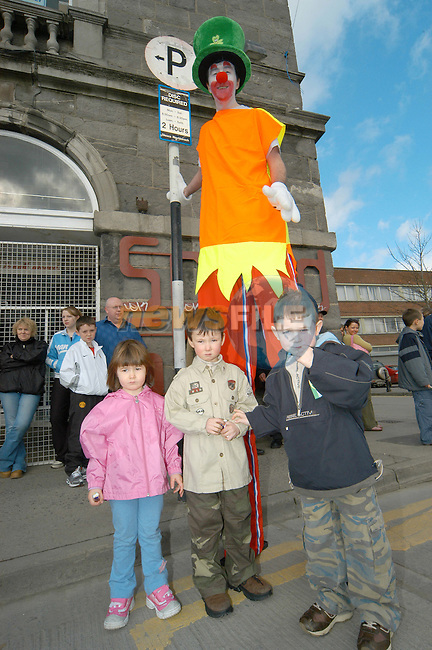 Dylan, Jamie and Katie Munster with shorty at the parade..Photo Colin Bell/Newsfile