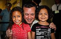 SAO PAULO, SP, 18 DE SETEMBRO 2012 - CAMPANHA DE VACINACAO - Gilberto Kassab prefeito de Sao Paulo durante durante a abertura da megacampanha para atualização da carterinha de vacinacao. A ação visa colocar em dia a vacinação de 2,9 milhões de crianças paulistas menores de cinco anos. O objetivo é conferir a caderneta e aplicar as doses em atraso, conforme a faixa etária de cada criança no posto de saude Vicente da Costa no bairro do Ipiranga regiao sudeste da capital paulista. FOTO: VANESSA CARVALHO - BRAZIL PHOTO PRESS.