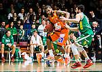 S&ouml;dert&auml;lje 2015-02-07 Basket Basketligan S&ouml;dert&auml;lje Kings - Bor&aring;s Basket :  <br /> Bor&aring;s Adama Darboe i kamp om bollen med S&ouml;dert&auml;lje Kings Dino Butorac under matchen mellan S&ouml;dert&auml;lje Kings och Bor&aring;s Basket <br /> (Foto: Kenta J&ouml;nsson) Nyckelord:  S&ouml;dert&auml;lje Kings SBBK T&auml;ljehallen Bor&aring;s Basket