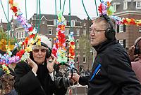 Nederland Amsterdam 2017.  Bevrijdingsdag op het Museumplein. Bevrijdingsboom Stille Disco.  Foto mag niet in negatieve context gebruikt worden.  Foto Berlinda van Dam / Hollandse Hoogte