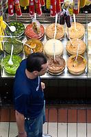 Belo Horizonte - MG, 03/03/2007...O Mercado Central é um dos principais cartões postais de Belo Horizonte. Ali se encontra desde frutas e verduras até artesanato e animais de estimaÌão...FOTO: JOAO MARCOS ROSA / AGENCIA NITRO