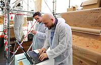 Nederland Eindhoven 2015.  Dutch Design Week. 9 dagen lang presenteert DDW op 100 locaties processen, experimenten en ideeën, antwoorden en oplossingen van 2400 designers. SintLucasLab zoekt via twitter antwoord op al uw creatieve problemen