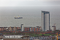 2018 12 17 Ship enters port in Swansea, Wales, UK