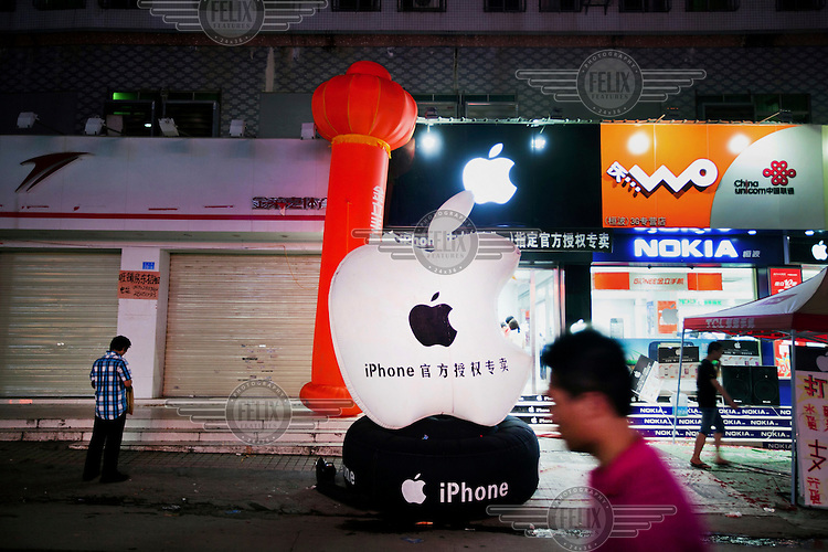 A shop claiming to be an authorised apple reseller near the Guanlan Foxconn factory. Foxconn is a Tawianese technology company that makes products for Apple and Sony among others and is the largest private sector employer in China.