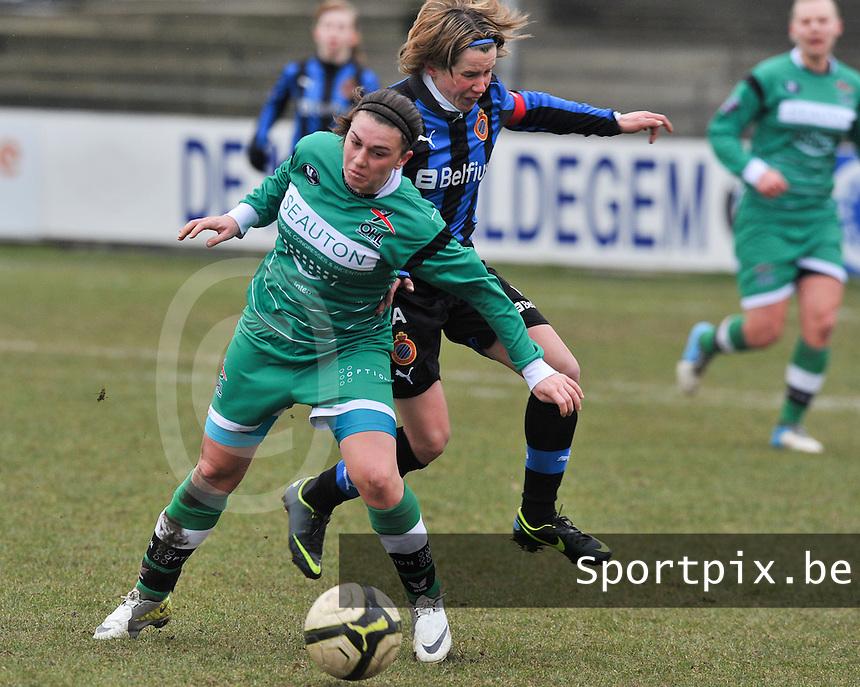 Club Brugge Dames - OHL Oud Heverlee Leuven : duel tussen Femke Houben en Angelique De Wulf (rechts).foto DAVID CATRY / Vrouwenteam.be