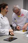 Elena Arzak (L), Xabi Gutierrez (R) en la Masterclass en el Basque Culinary Center