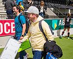 AMSTELVEEN  - coach Julian Steen (Gro) met assistent-coach Ben Howarth (Gron) na de wedstrijd. Groningen degradeert.   Hoofdklasse hockey dames ,competitie, dames, Amsterdam-Groningen (9-0) .     COPYRIGHT KOEN SUYK