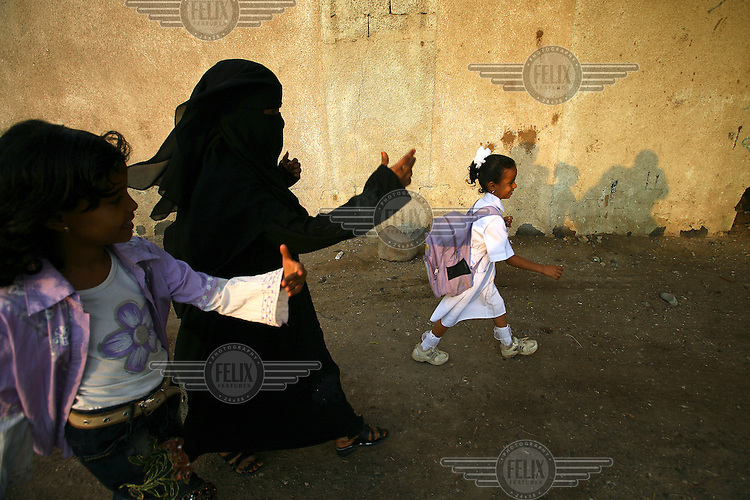 Faisa Abdullah makes her way through the Al Kwod Othman (Kwod Al-Othman) slum on the way to school. The school is supported by Oxfam.