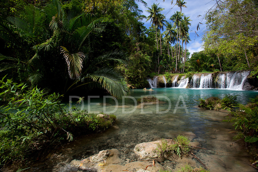 The picturesque and scenic Cambugahay Falls waterfall in Siquijor, Philippines.