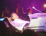 Der S&auml;nger und Komponist Udo J&uuml;rgens ist tot. Er starb bei einem Spaziergang in der Schweiz, wie sein Management mitteilte Archiv aus  UDO J&Uuml;RGENS - Die Tournee - Konzert Deutschland auftakt - Premiere am 4.10.2003 in M&uuml;nchen Olympiahalle <br /> <br /> Foto &copy; nordphoto