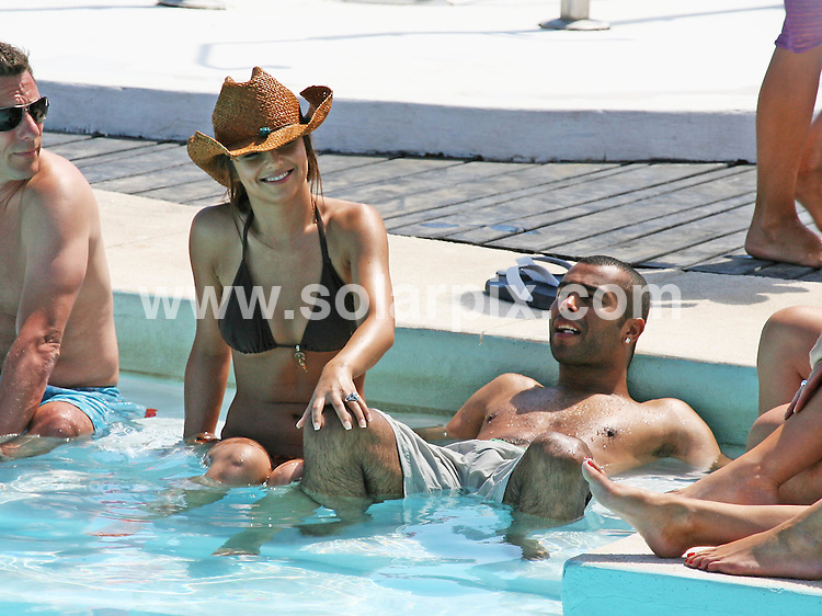 **ALL ROUND EXCLUSIVE  PICTURES FROM SOLARPIX.COM**.**WORLDWIDE SYNDICATION RIGHTS**.Ashley Cole and Cheryl Tweedy relax with friends and Champagne in the pool in Marbella this weekend..JOB REF: 4093      AB1        DATE: 18.06.07.**MUST CREDIT SOLARPIX.COM OR DOUBLE FEE WILL BE CHARGED* *UNDER NO CIRCUMSTANCES IS THIS IMAGE TO BE REPRODUCED FOR ANY ONLINE EDITION WITHOUT PRIOR PERMISSION*